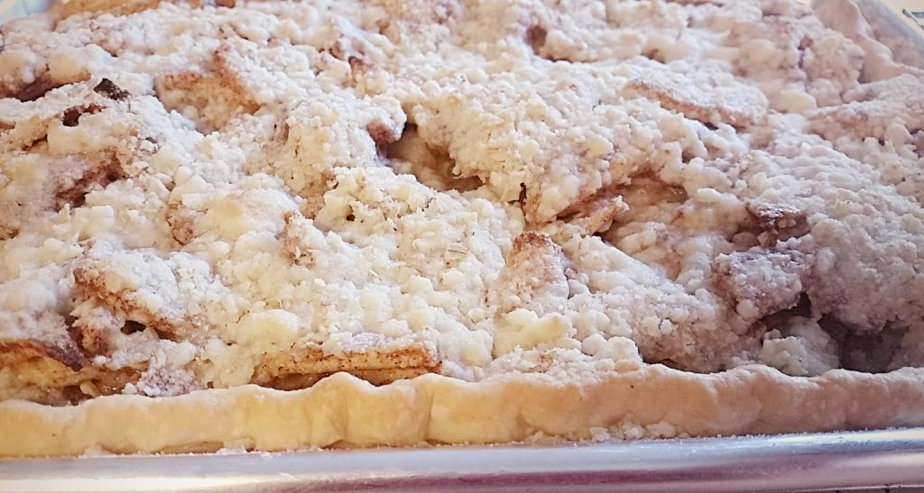 streusel topped apple slab pie